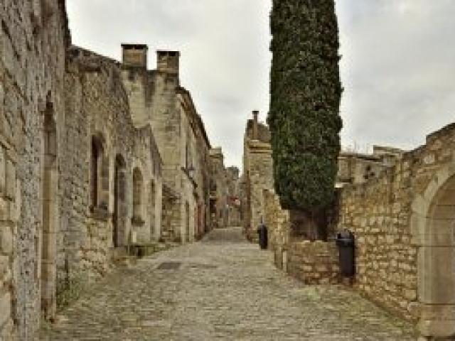 10a Les-Baux-de-Provence