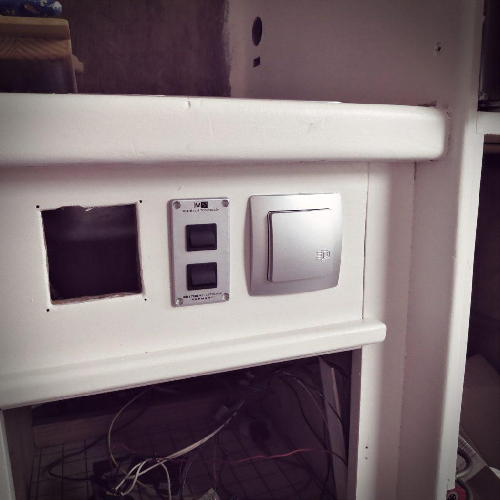 Neue Schalter und Steckdose in der Küche