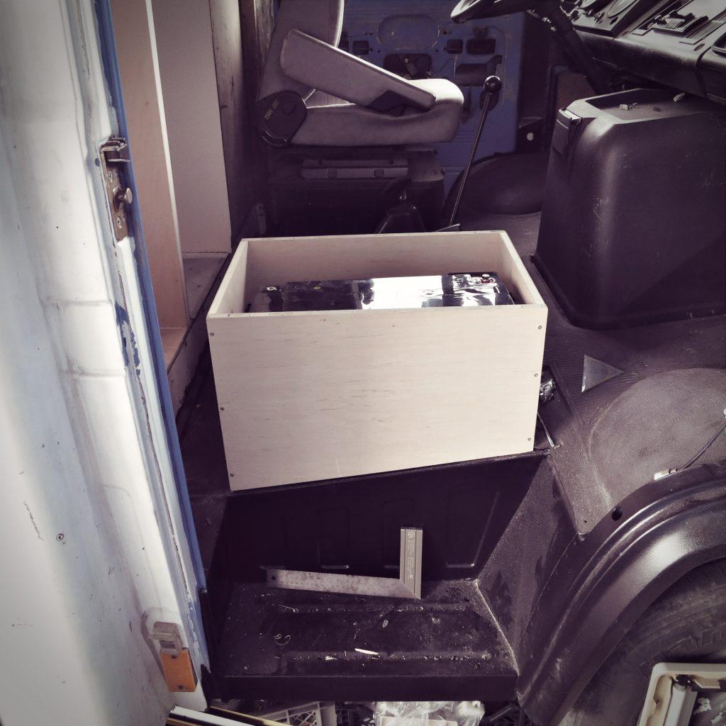 Kasten für Beifahrersitz und Batteriefach
