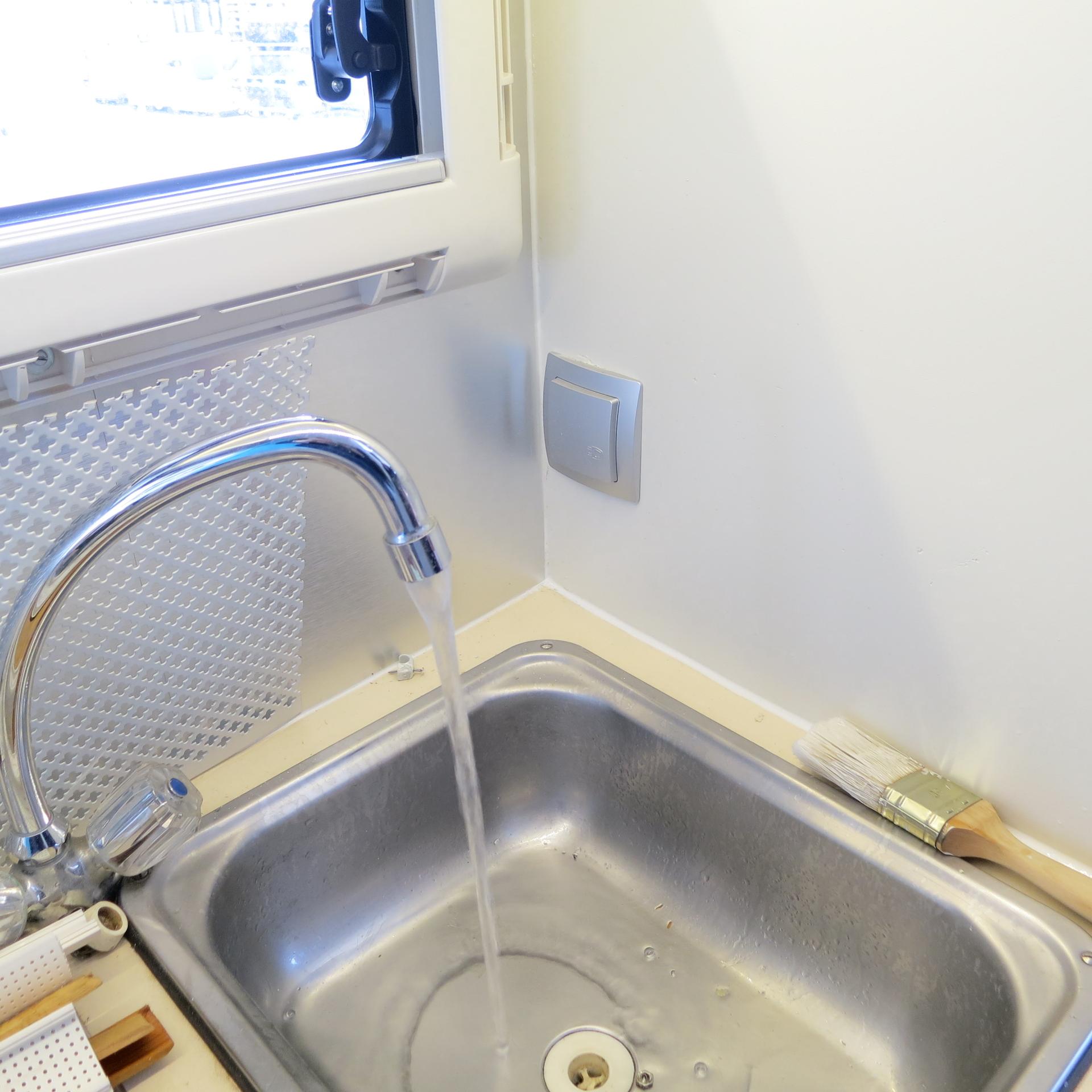 wir haben wieder flie endes wasser 14qm leben und. Black Bedroom Furniture Sets. Home Design Ideas