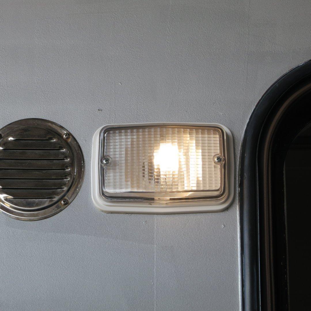 Außenbeleuchtung mit warmem Licht
