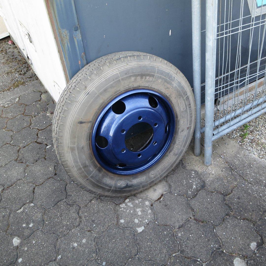 Und blau macht glücklich-Das Reserverad