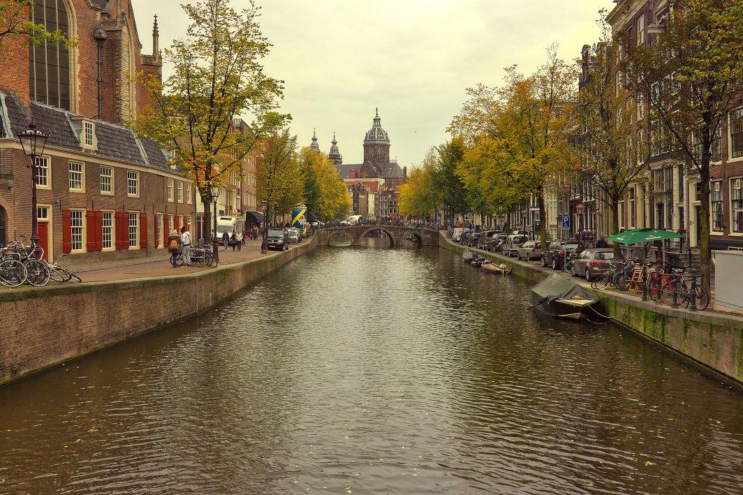 """Featured image for """"Amsterdam mit Fahrrad und ÖPNV – 10 Tipps für entspanntes Sightseeing"""""""