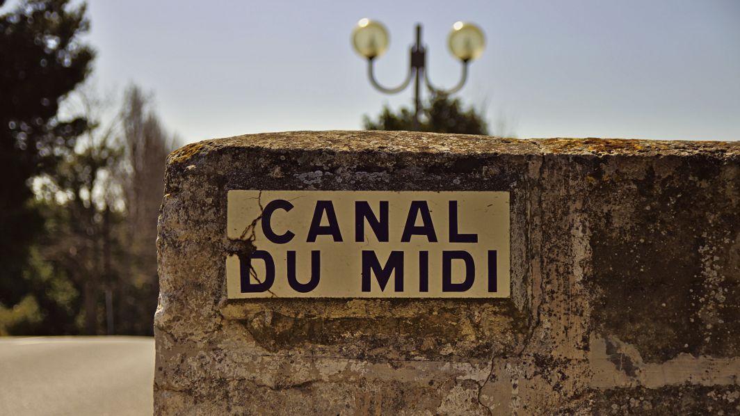 Schild mit Aufschrift Canal du Midi