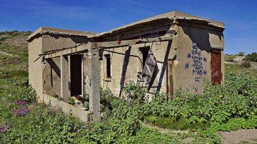 30b Verfallenes Gebäude am Cap Béar
