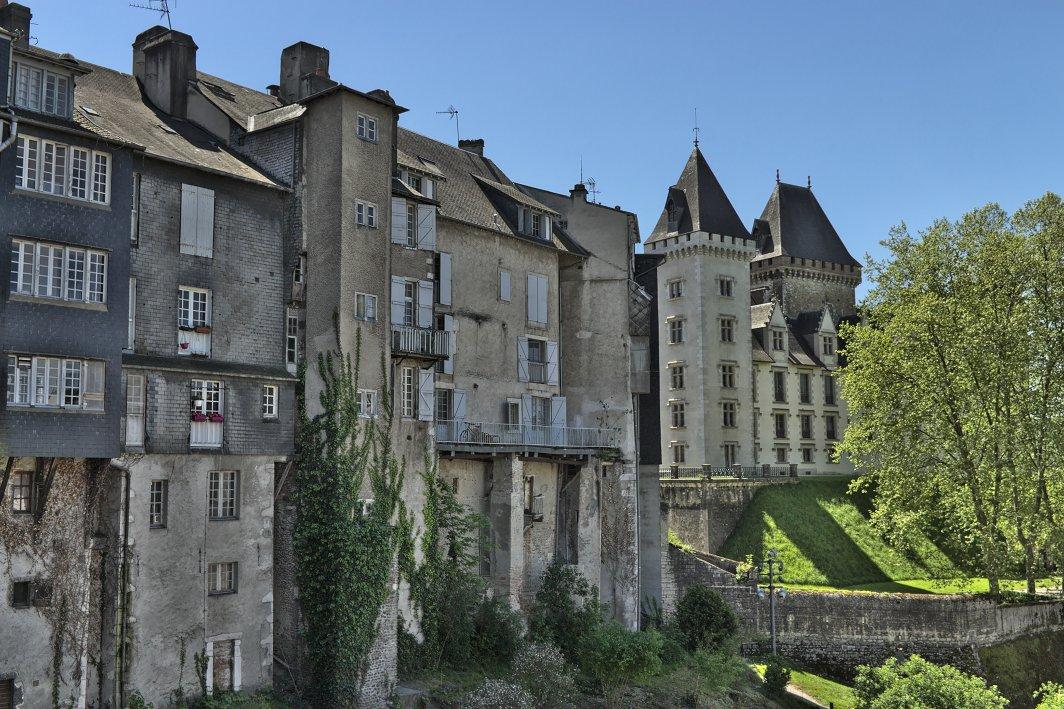 21c Pau Rue Bordenave d'Abere mit auf das Schloss von Pau.