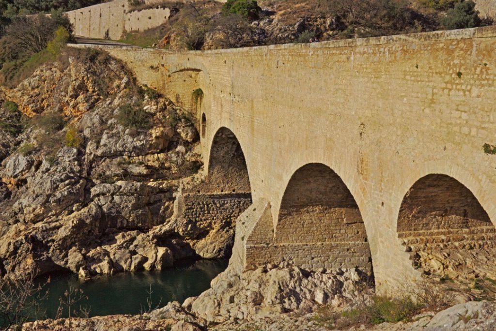 27a Die Pont du Diable (Brücke des Teufels) am Ende des Gorges de l'Hérault