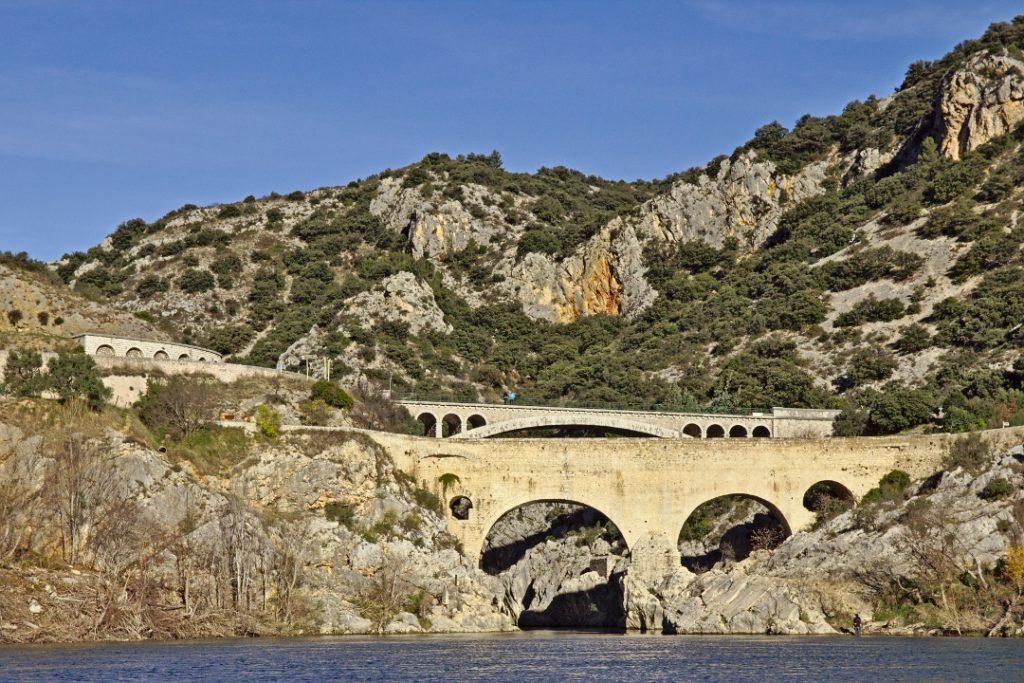 27 Die Pont du Diable (Brücke des Teufels) am Ende des Gorges de l'Hérault
