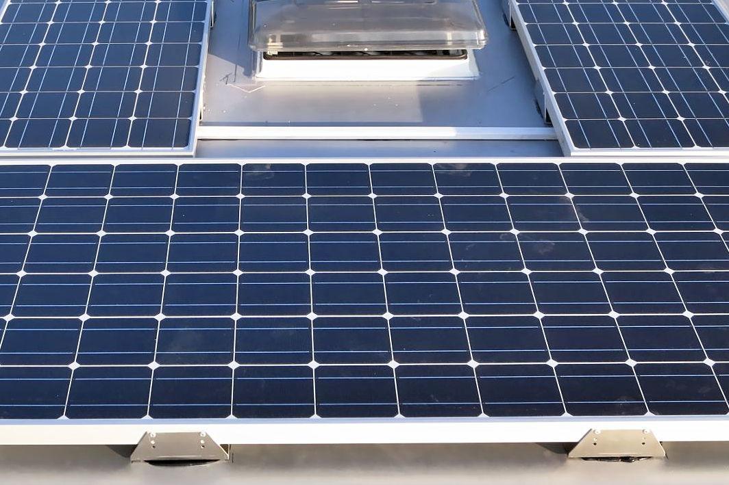 solaranlage wohnmobil grundlagen und planung 14qm. Black Bedroom Furniture Sets. Home Design Ideas